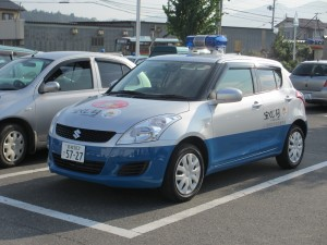贈呈された青色回転灯付パトロール車